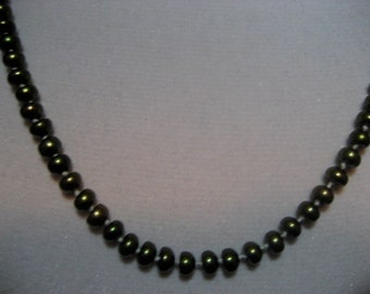 Green Knotted Pearl Necklace