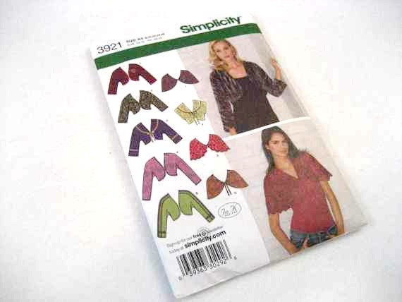 Simplicity belarro shrug and capelet Pattern 3921 size 8 to 16