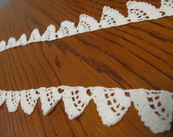 Vintage Crochet Scalloped White Lace Edging 40 inches
