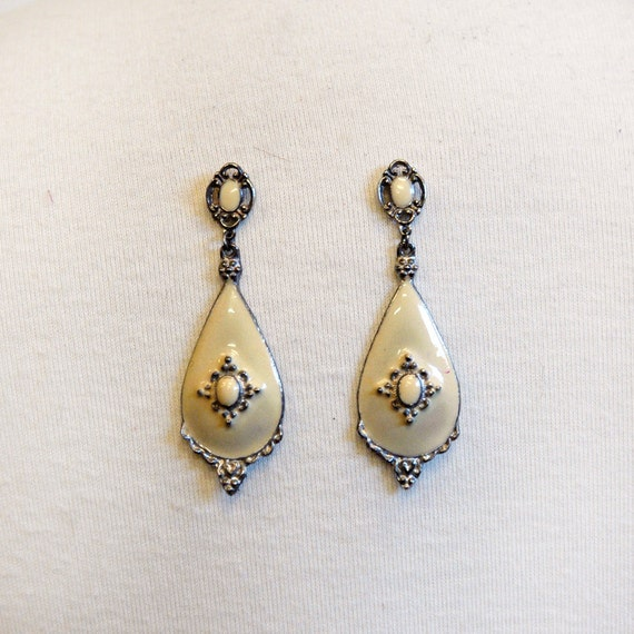 Vintage Enamel Drop Earrings // 60s Cream Tear Drops