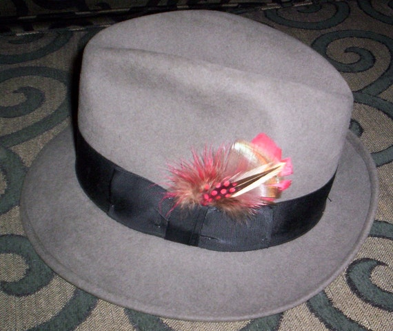 Vintage Men's Grey Felt Robert Hall Fedora with Red and Tan Feather Accent - Fashion - Style - Unisex