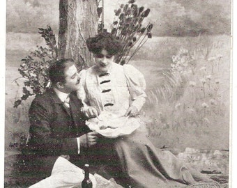 """Dated 1910s French Romance postcard """"Déjeuner sur l'herbe"""""""