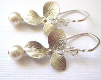 Silver floral earrings,Swarovski white pearls,silver flower earings,Sterling silver earrings,bridesmaid gift, Bridal jewelry wedding
