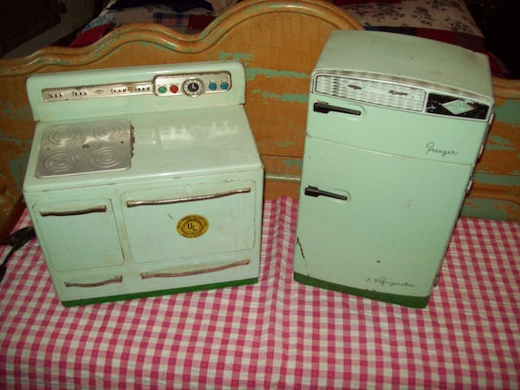 Vintage Toy Wolverine Stove and Refrigerator. Reserved fo browynrenne.