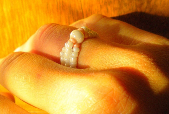 Beaded ring - white pink stretch