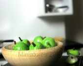 10 Miniature dollhouse apples - whole, halved and eaten. FREE S/H.