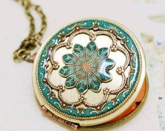 Green Locket, Jewelry Gift,Poppy Flower Locket,Resin locket,Enameled Necklace,photo locket  - vintage brass filigree locket,Wedding