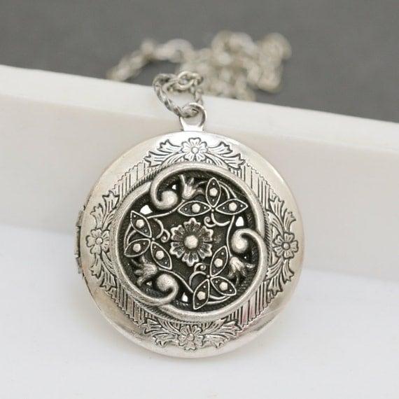 Silver Locket,jewelry gift, Locket,Silver Filigree Locket Necklace,Enchanted Victorian Love,Silver Bridesmaid Necklace,Wedding Necklace