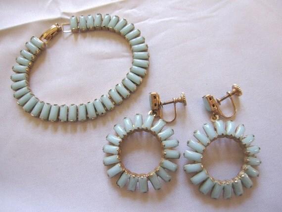 Vintage Aqua Celadon Turquoise Glass Demi Parure Bracelet & Earrings Set