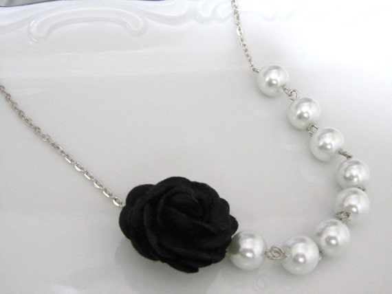 Black flower necklace with white pearls - Pearl necklace - Bridal necklace - Bridesmaid necklace