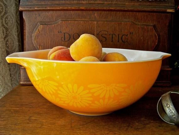 Vintage Orange Daisy Pyrex Mixing Bowl