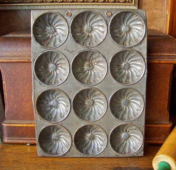 Vintage Muffin Pan Baking Pan Biscuit Tin Kitchen Wall Display Home Decor Kitchen Decor