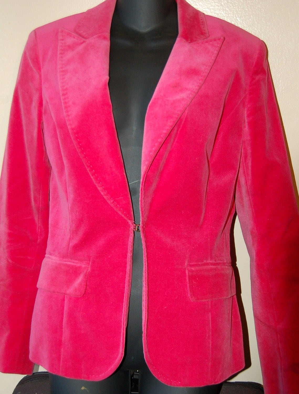 Kenneth Cole vintage hot pink velvet blazer by etseebetsee on Etsy