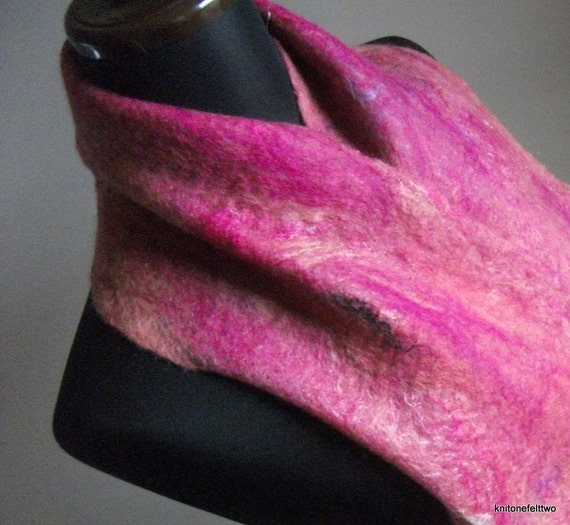 Handfelted light pink and purple Wool Scarf 'Mystical Pink'
