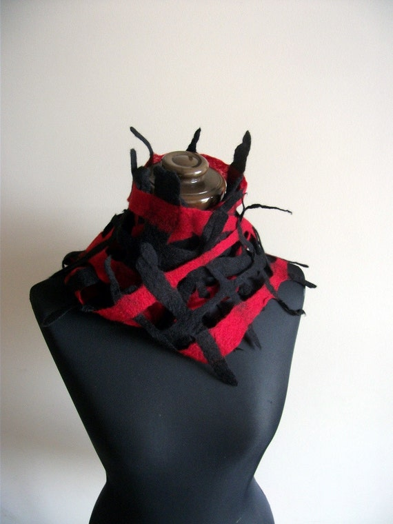 Handfelted Black and Red Merino Wool Lattice Scarf 'Orient'