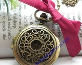 Pretty retro copper can open round photo locket with carved flowers patterns necklace pendant jewelry vintage style