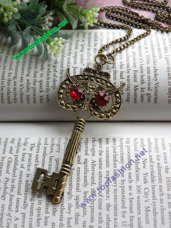 Pretty retro copper red eyes owl head key necklace pendant vintage style