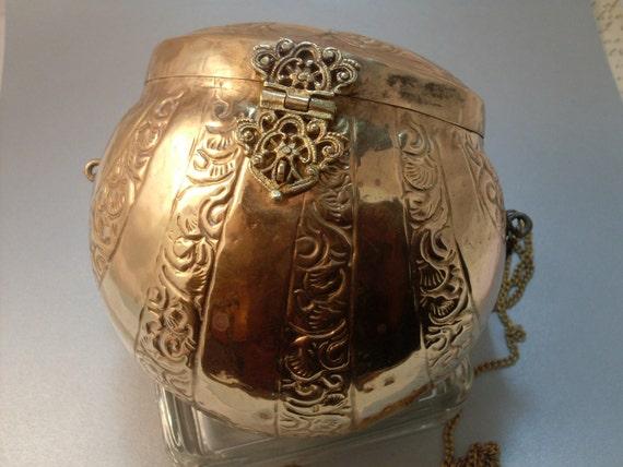 Vintage Brass Purse Metal Handbag Clam Shaped Filigree