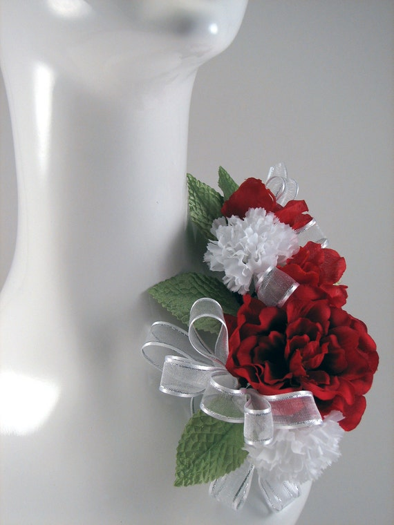Corsage White and Red Christmas