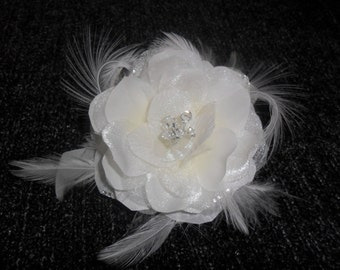 Feathered fascinator, wedding hair accessory, wedding hair piece, bridal headpiece, bridal hair accessory, wedding hair flower, vintage