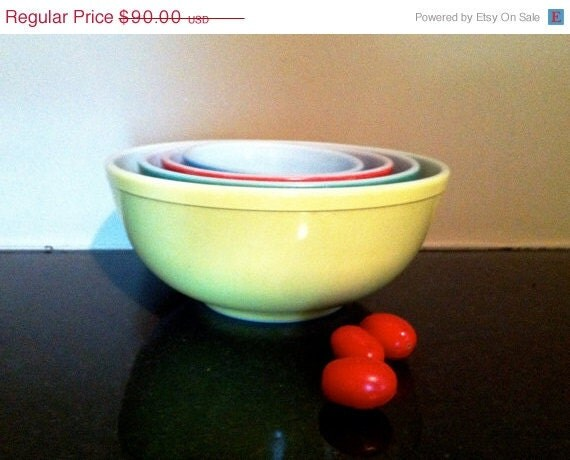 RESERVED for cmcleod02 VNTG 1950s Pyrex yellow/green/red/blue Nesting 4 piece bowl set