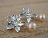 BLOSSOM silver orchid earrings with peach freshwater pearl