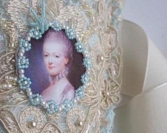 Marie Antoinette Lace Gauntlets