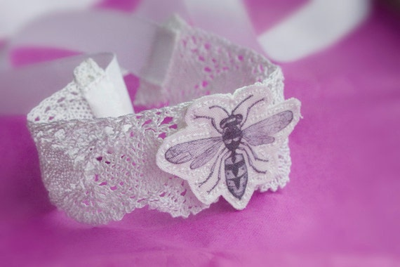1930's Lace Cuff with Bee