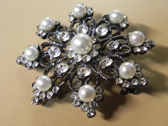 Reserved for ginarought :  Diamante and Pearl Starburst Brooch
