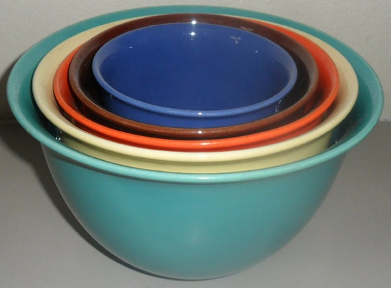 Colorful Vintage Pottery Bowl Set
