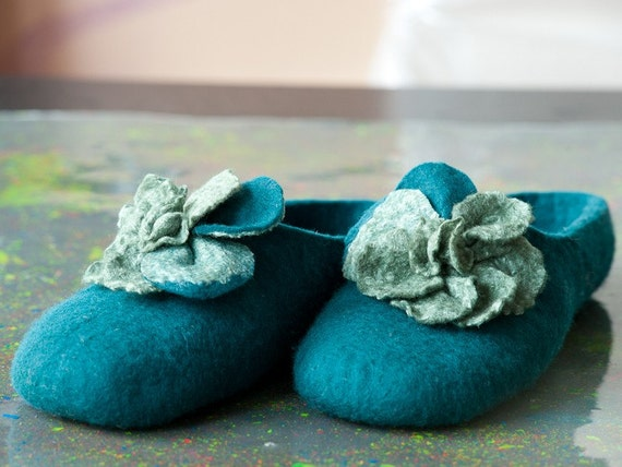 Felted slippers Green Meadow