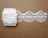 White bobbin lace trim. Shell shape. 85 cm. High quality. Cotton. Spain