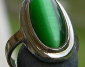 Green Gemstone Ring Sterling Silver Oval Ring Size 7, Green Cat's Eye , Green Oval Cabochon Ring