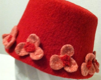 Felted Bucket Hat with Flowers in Red and Pink