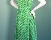 Vintage 70s does 50s dress /  Ditsy Floral Sundress / Prairie / Nipped Waist / Full Skirt