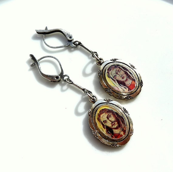 Lenticular Earrings Religious  Vintage Flicker Flasher Charms of  Mary and Jesus