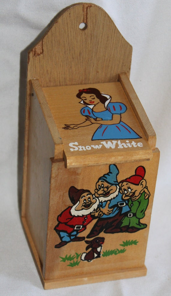Vintage Snow White Wooden Box.......FREE SHIPPING