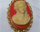 VINTAGE OLD PLASTIC CELLULOID CAMEO PIN BROOCH C CLASP