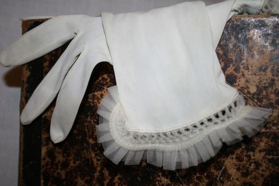 Beautiful Vintage Ladies Gloves