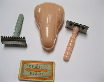Vintage 40s Ladies Travel Kit KEWTIE Safety Mini Razors Boudoir Accessory One Pink in Case, One Blue and Extra Blade in Original Package