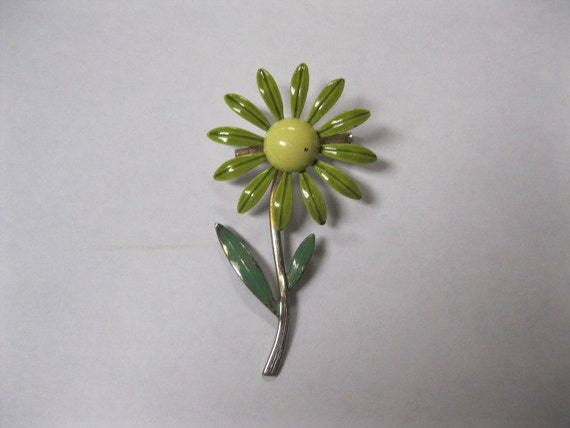 Daisy Flower Cute as a Bug Vintage Enamel Pin 60s Collectible Brooch in Shades of Green and Yellow Perfect Spring Accessory