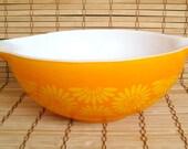 "Vintage ""Daisy"" 4 Quart Pyrex Mixing Bowl"