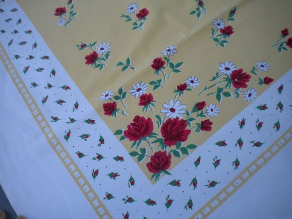 Vintage Shabby Cottage Red Roses And Yellow Daisies Table Cloth