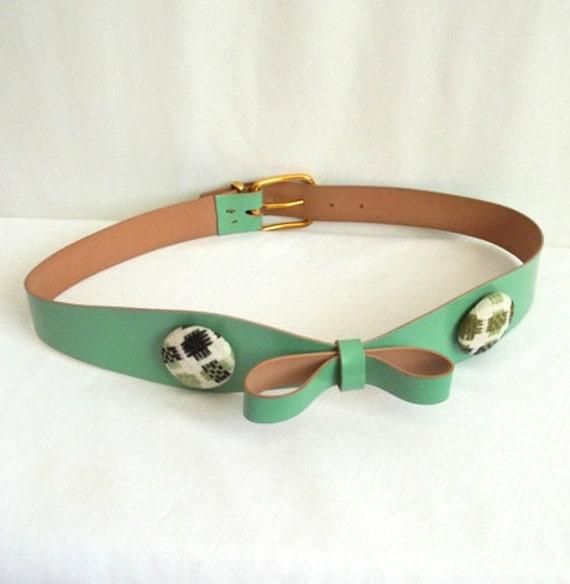 Pale Green Bow & Buttons Belt