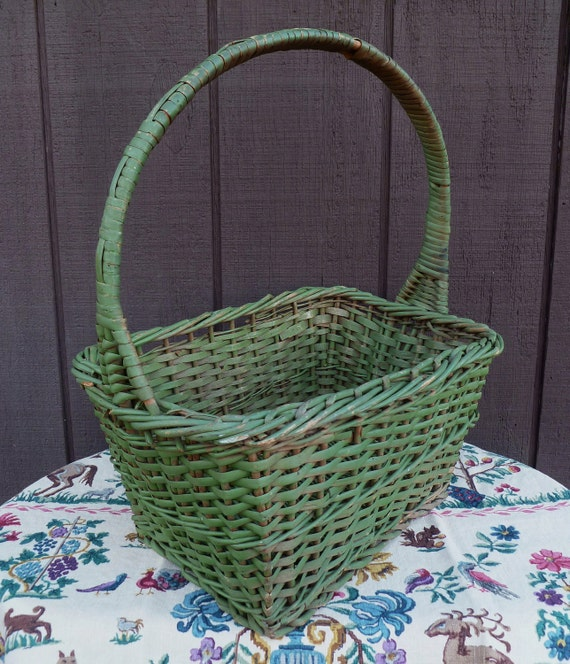 RESERVED. Green Wicker Basket with Handle. Vintage 1940s.