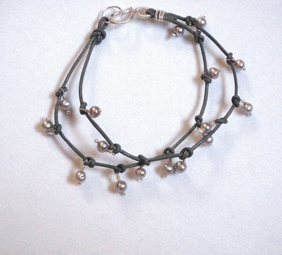 Leather Pearl Bracelet in Gray and Silver