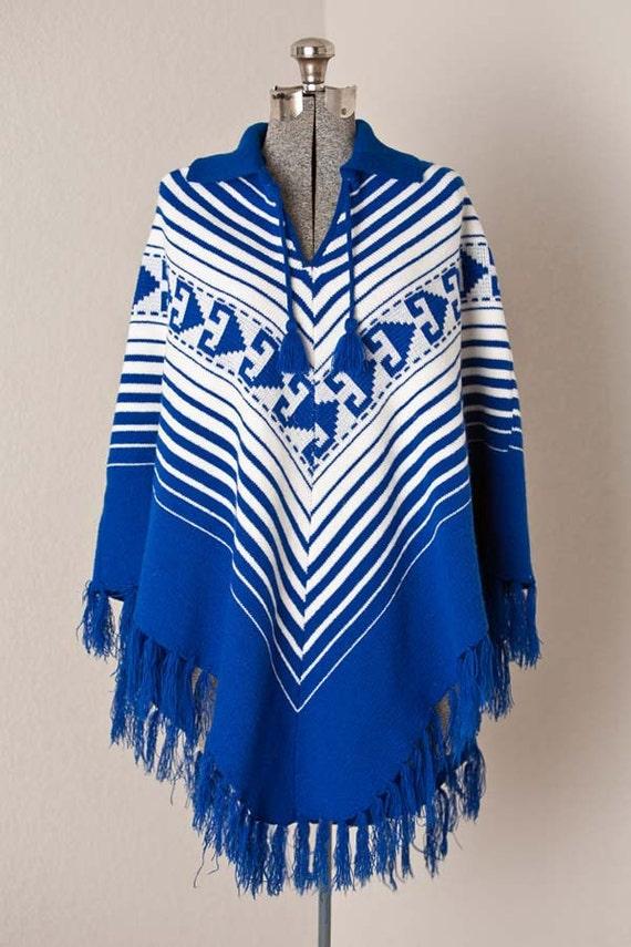 1970s Knit Poncho / 70s Vintage Poncho / BOHO Knit Poncho / Southwestern Knit Poncho