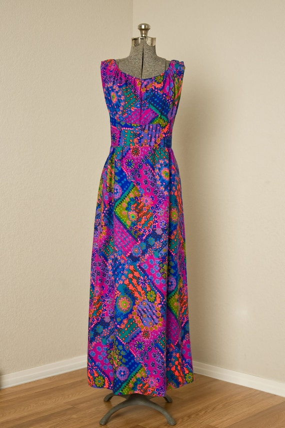 Womens 1970s Neon Floral Sleeveless Vintage Maxi Dress // Large