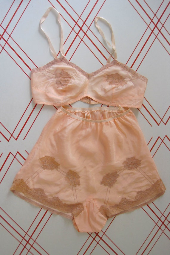 RESERVED 1930s Peach Bralette and Tap Shorts / Panties  LINGERIE Set