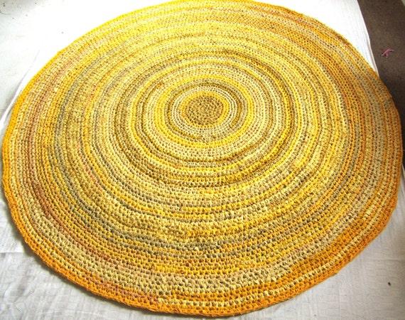 crochet de chiffon tapis 5 39 moutarde jaune beige par gunaspalete. Black Bedroom Furniture Sets. Home Design Ideas